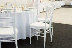 Причудливая таблица установленная для обедающего свадьбы Стоковое фото RF