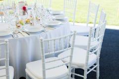 Причудливая таблица установленная для обедающего свадьбы Стоковая Фотография