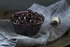 Причудливые темные вишни коктеиля Maraschino Стоковое фото RF