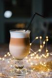 Причудливый кофе latte в стеклянном опарнике Стоковые Изображения RF