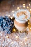 Причудливый кофе latte в стеклянном опарнике Стоковая Фотография RF
