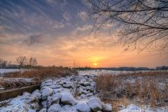 пришел заход солнца тумана вверх по зиме Стоковая Фотография RF