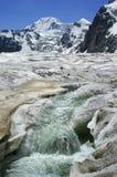 пришла высокая вода th потока пика moutain Стоковые Изображения