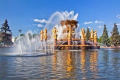 Приятельство фонтана фонтана наций с радугой Стоковые Фотографии RF