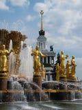 Приятельство фонтана людей Стоковые Изображения