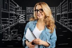 Приятная умная женщина работая на почтовом отделении Стоковое фото RF