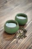 придает форму чашки зеленый чай Стоковое фото RF