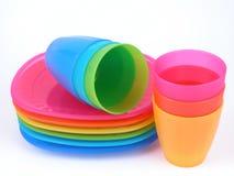 придает форму чашки пластичные плиты Стоковые Фотографии RF