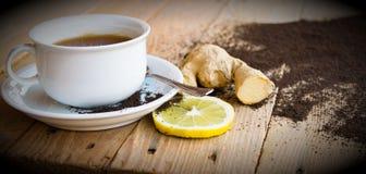 Придайте форму чашки чай с чаем лимона и имбиря и высушил Стоковое Фото