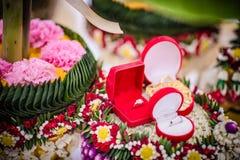 Приданое на подносе цветка в тайской традиционной свадьбе стоковые фото