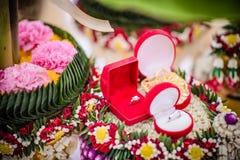 Приданое на подносе цветка в тайской традиционной свадьбе стоковое фото rf