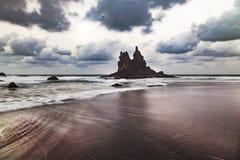 Приливная волна в тихом пляже в Канарских островах Стоковые Изображения RF