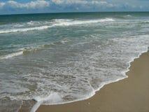 Прилив океана приходя внутри Стоковые Фото