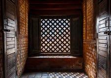 Проарретированное окно в дворце Hanuman Dhoka королевском, Катманду, Непале Стоковая Фотография
