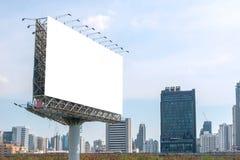 пробел афиши на дороге в городе для рекламировать предпосылку Стоковая Фотография