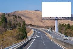 пробел афиши на дороге сельской местности для рекламировать предпосылку Стоковое Изображение