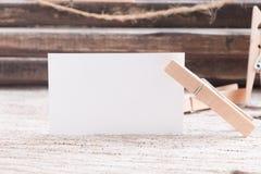 Пробел визитной карточки на деревянной предпосылке Стоковые Изображения