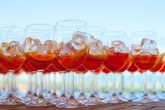 Пробелы для освежая коктеиля лета с вермутом и апельсином Нижний взгляд Стоковые Изображения