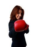 Пробивать перчаток бокса красивой коммерсантки нося стоковые фото