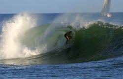пробка moana человека Гавайских островов ala занимаясь серфингом Стоковое Изображение RF
