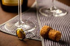 Пробочка на таблице, конец-вверх Шампани Стоковое фото RF