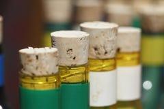 Пробочки бутылки на бутылках Стоковая Фотография