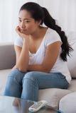 Пробуренная женщина сидя на кресле Стоковая Фотография