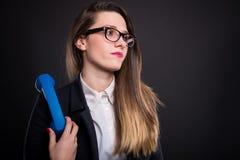 Пробуренная молодая бизнес-леди с приемником телефона Стоковые Фотографии RF