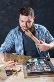 Проблема починки cant инженера с компьютерным оборудованием стоковые фото