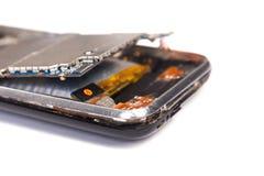 Проблемы при smartphone батареи изолированный на белой предпосылке Стоковое Фото