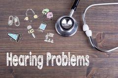 Проблемы слуха Рабочее место доктора Стетоскоп на деревянной предпосылке стола Стоковое Изображение RF