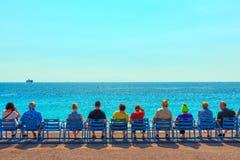 Провансаль, славная, Франция Известные голубые стулья на azur ` Коута d стоковое изображение