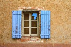 Провансаль, Франция - открытое окно стоковое фото rf
