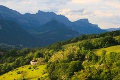 Провансаль. Холмы и горы в лете. стоковая фотография