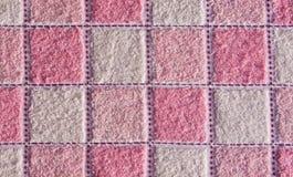 проверенная розовая белизна полотенца стоковое фото rf