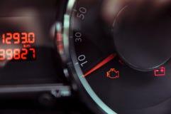 проверите свет двигателя стоковая фотография rf