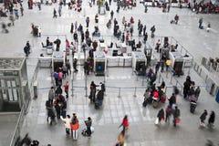 Проверка безопасности в железнодорожном вокзале стоковая фотография