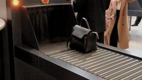 Проверка безопасности на входит в к бизнес-конференции сток-видео