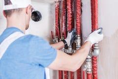 Проверка водоснабжения трубопровода стоковые фото