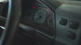 Проверка числа оборотов двигателя на приборном щитке с тахометром сток-видео