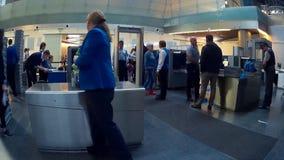 Проверки безопасности пропуска пассажиров на авиапорте Vnukovo видеоматериал