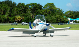проверки делая пилотное предполетное Стоковые Изображения
