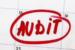` проверки ` текст написанный на календаре в красной отметке Стоковая Фотография