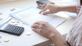 Проверять арендные счеты для квартир сток-видео