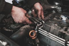 Проверять двигателя автомобиля Стоковые Изображения