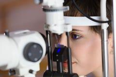 Проверять зрение в клинике ophthalmology Концепция медицины и здоровья Стоковые Фотографии RF