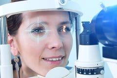 Проверять зрение в клинике будущего Стоковое фото RF