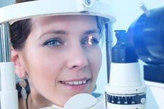 Проверять зрение в клинике будущего Стоковая Фотография RF
