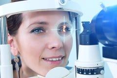 Проверять зрение в клинике будущего Стоковое Изображение RF