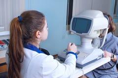 Проверять зрение в клинике будущего Стоковые Фотографии RF